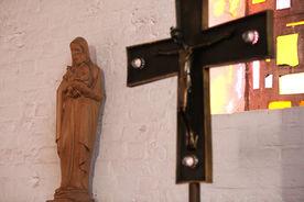 Das Altarkreuz der St.-Marien-Kirche Sandesneben
